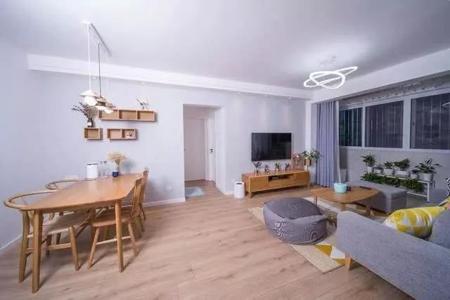 不想住公司集体宿舍 自己租个小户型公寓享受独居