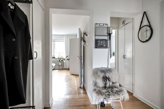 52平现代风格小户型设计 卧室同时装了双开门和侧门