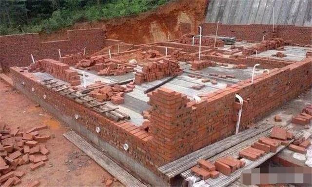 农村自建房一平米成本多少 农村建房子请工人一天多少钱