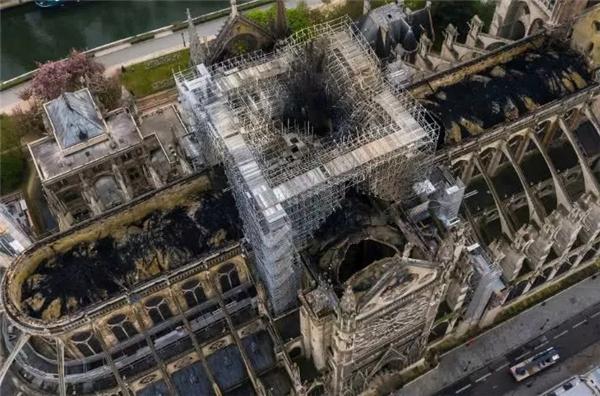 法国征集巴黎圣母院重修方案惨遭网友PS恶搞
