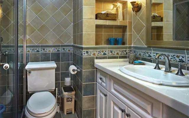 卫生间壁龛设计收纳效果好 置物架已经没人装了