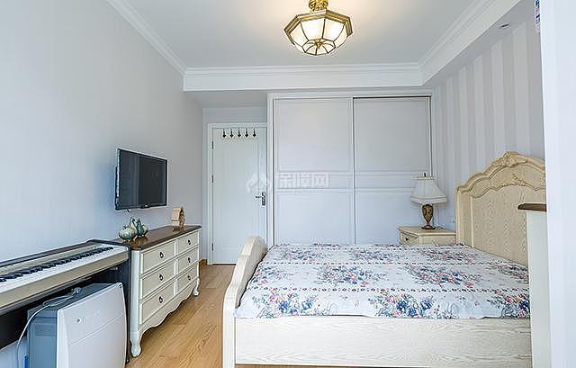 两室一厅卧室电视设置效果图