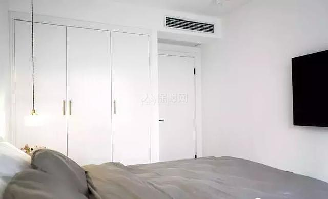 八十平米小户型主卧衣柜设计效果图