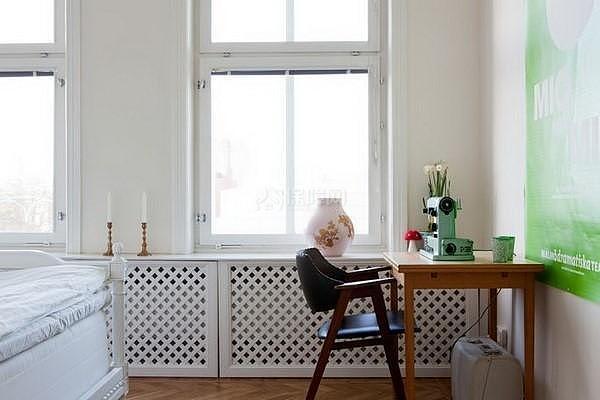 40平米小户型卧室靠窗角落布置