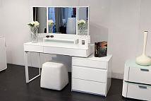 梳妆台放在卧室哪里最合适?梳妆台的镜子可以对着床吗?