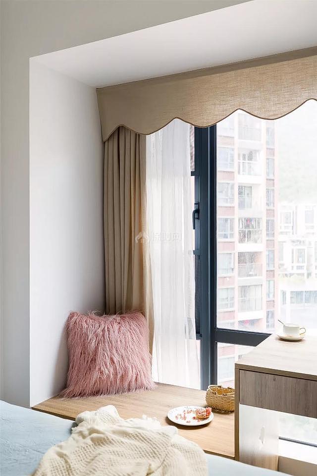 100平现代简约次卧飘窗设计