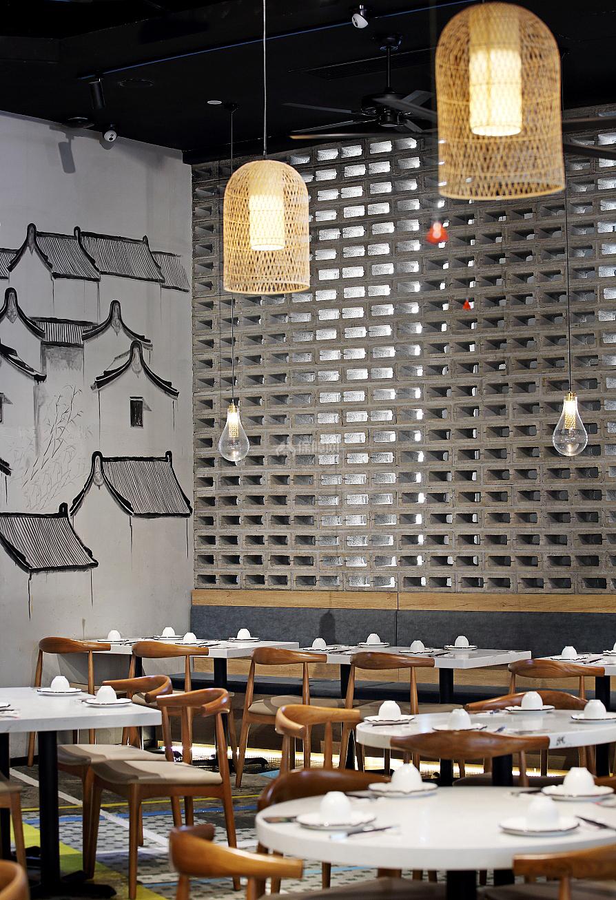 日日香鹅肉饭店灰空砖隔断设计