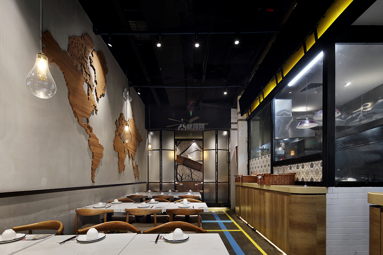 日日香鹅肉饭店墙面原木造型装饰