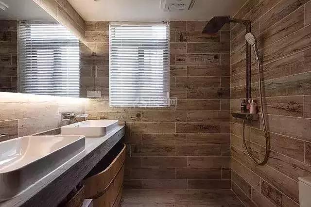 121平工业风浴室装修效果图