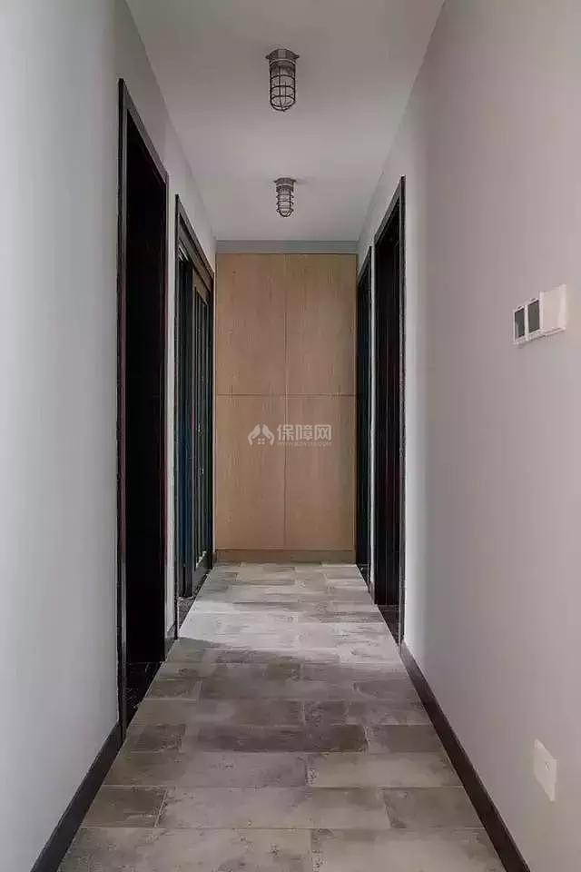 121平工业风房间走廊装修效果图