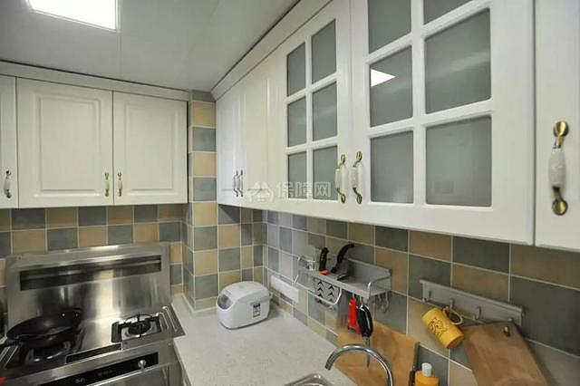 95平现代美式厨房装修效果图