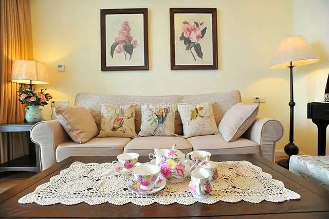 95平现代美式沙发墙装饰画细节图