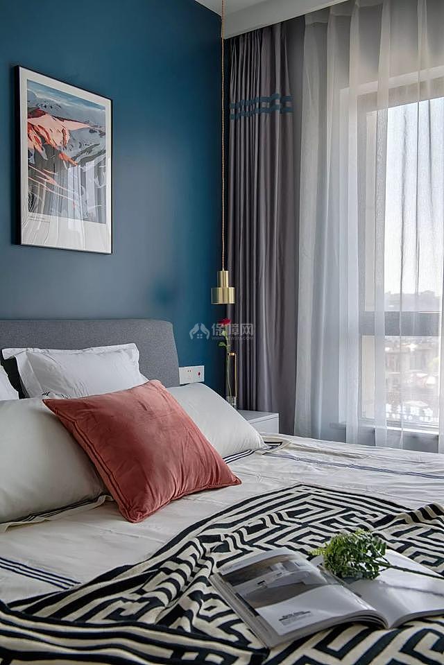 85㎡现代简约卧室床品搭配效果图