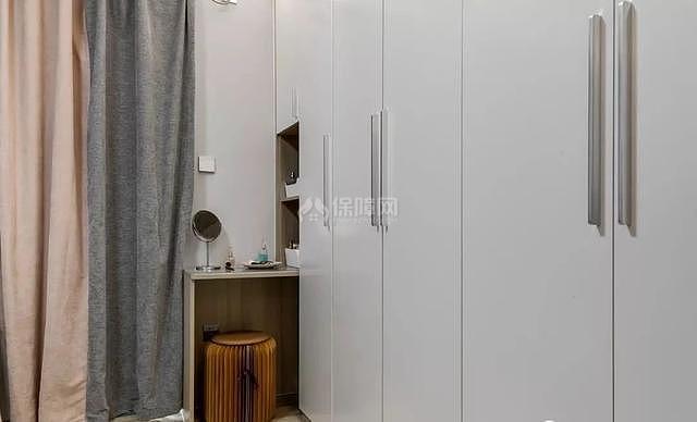 70平简约风卧室衣柜设计效果图
