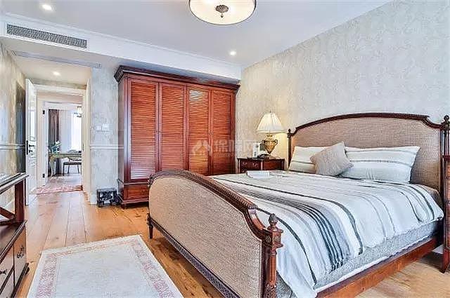 135㎡轻奢法式卧室家具摆放设计效果图