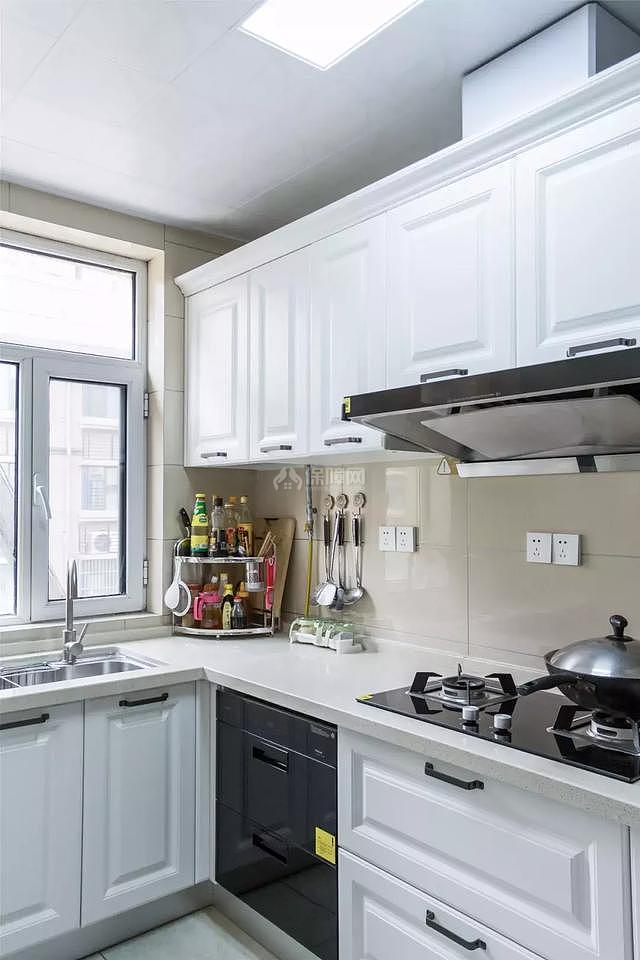 246平现代风厨房装修效果图