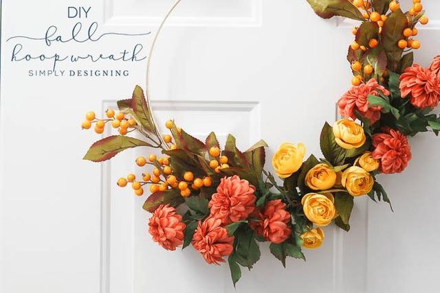 适合秋天的家居装饰 带有舒适氛围的现代花环