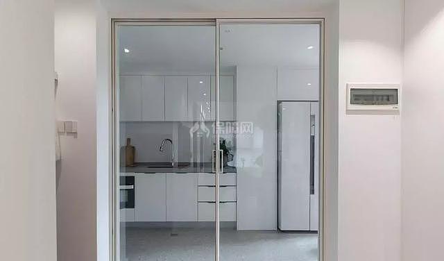 117㎡日式厨房玻璃拉门设计效果图