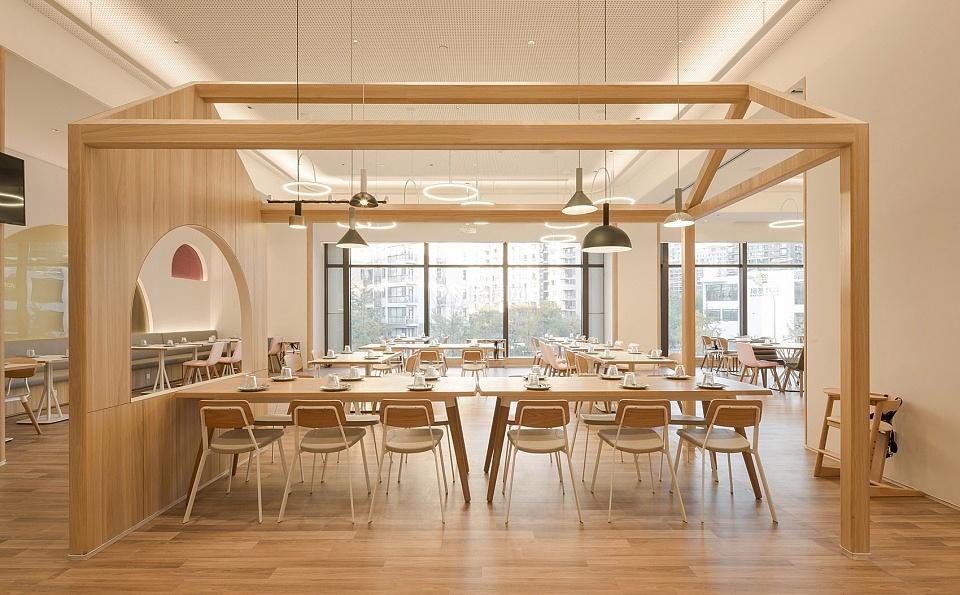 维塔兰德亲子餐厅大厅装潢设计效果图
