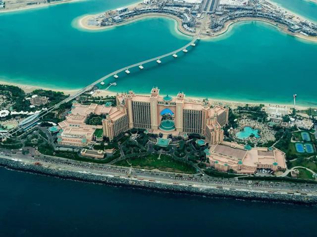迪拜最贵酒店一晚19万,房间1000㎡,只剩下钱的国家