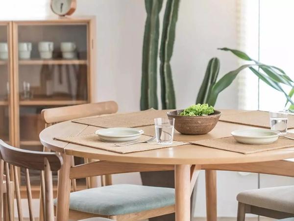 小户型就用折叠餐桌 吃年夜饭更轻松