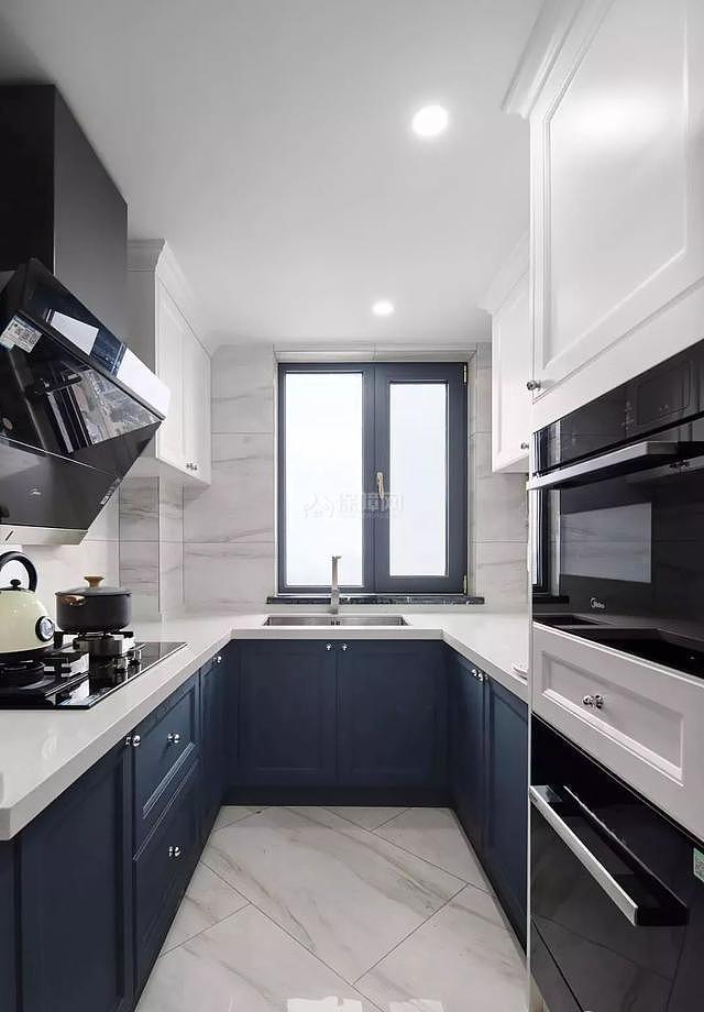 140平现代简美厨房装修效果图