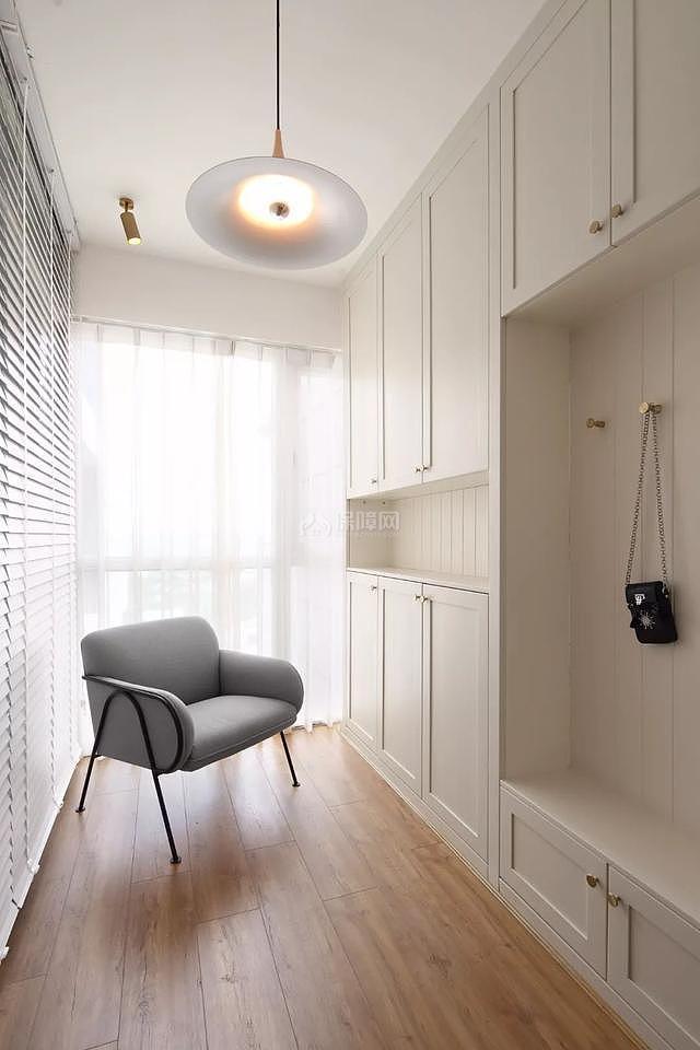 107平米现代玄关柜设计效果图
