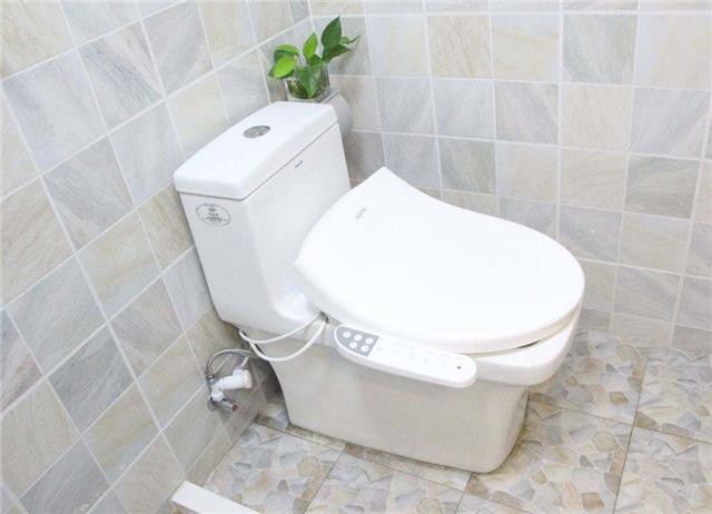 超龄马桶自燃损失过万 家里的超龄卫浴你还敢用吗