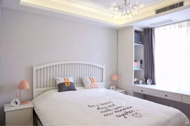 把卧室里的飘窗改造成书房 既省空间又美观