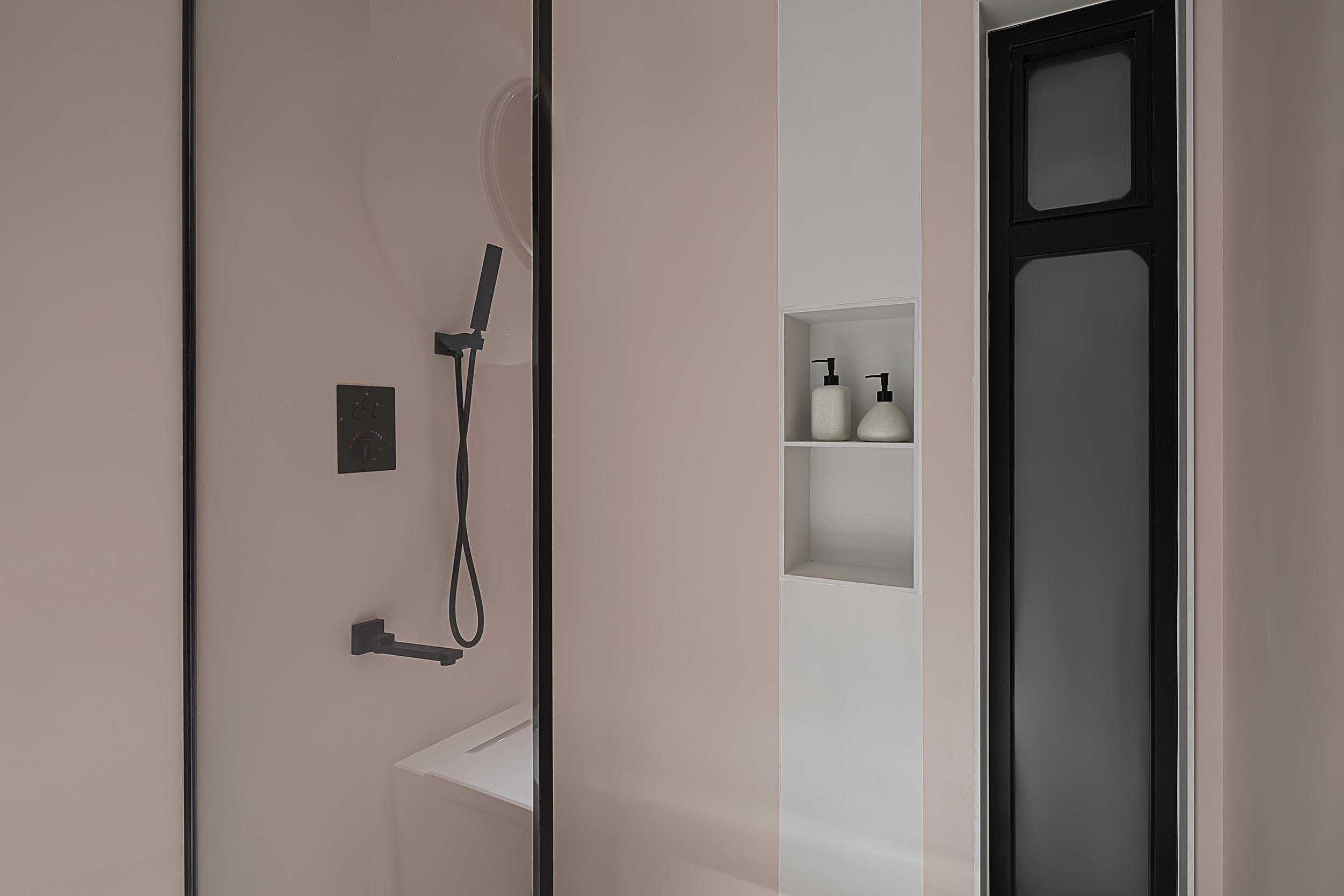 卫生间铺瓷砖已经不流行了 试试这5种铺设方案