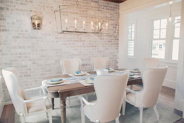 纹理现代感:20款带有白色砖墙的餐厅