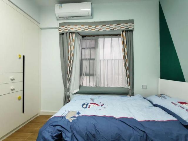 飘窗窗帘是靠墙装还是靠窗装 飘窗的窗帘如何挂