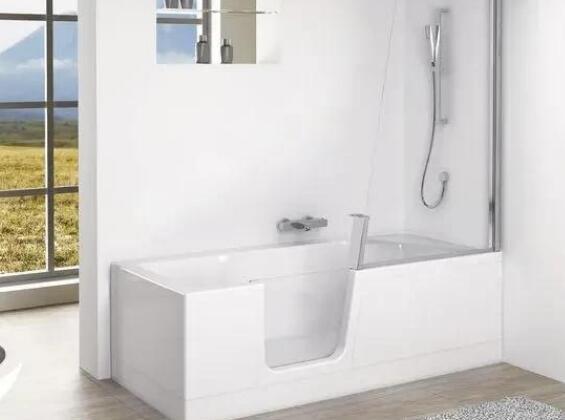 浴缸做个缺口设计 淋浴泡澡两不误