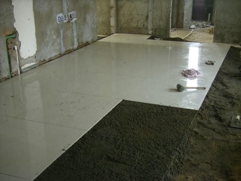客厅应该铺地板还是瓷砖 先看看老瓦工的意见