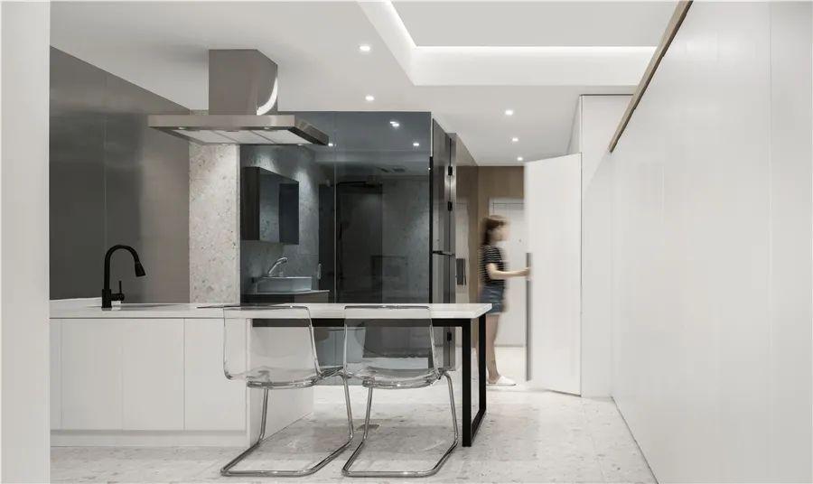 45㎡简约小公寓狭长户型 通透格局+玻璃材质