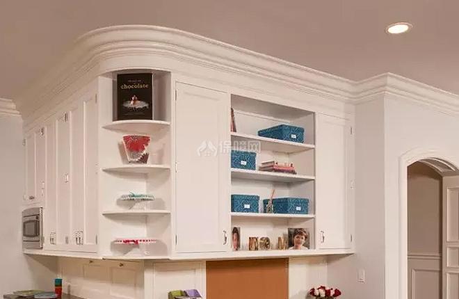 转角的架子,将两面墙上的柜子巧妙的结合起来.图片