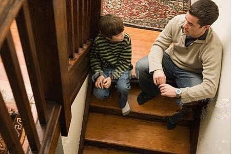 保养实木楼梯的四个要点