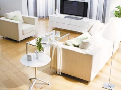 夏季地板装修保养需防潮避雨