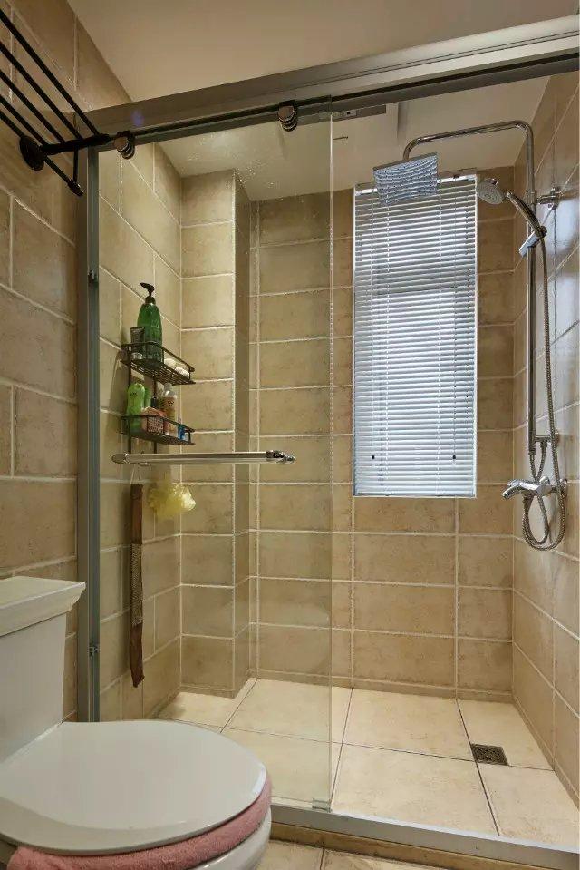 卫生间浴室玻璃门装修效果图