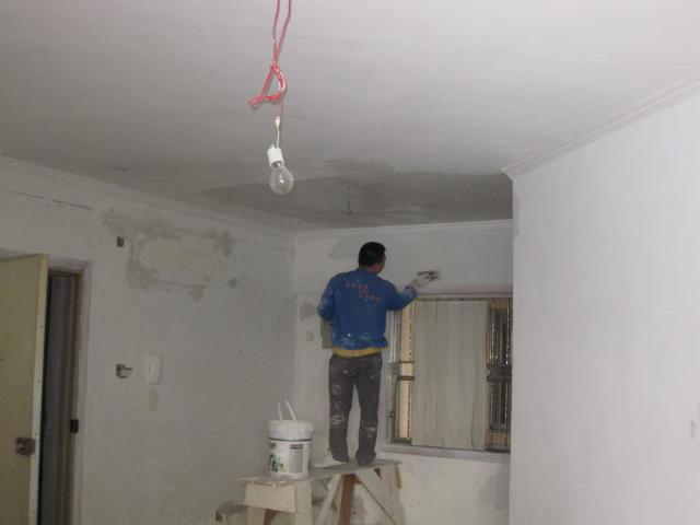 墙面刷底漆的作用_旧墙面翻新涂漆基本步骤及注意事项 - 装修保障网