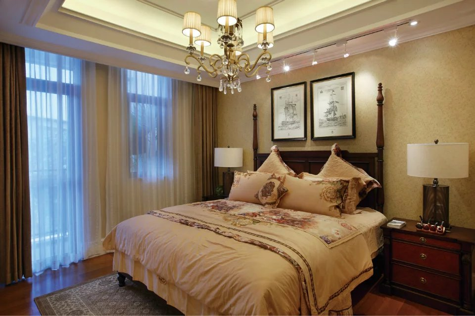 美式风格卧室吊顶窗帘装修效果图图片