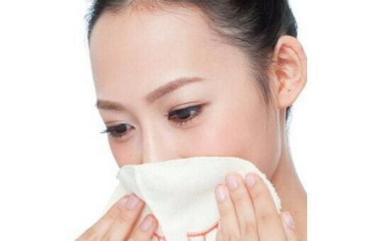 生理盐水敷脸的作用有哪些?生理盐水敷脸注意