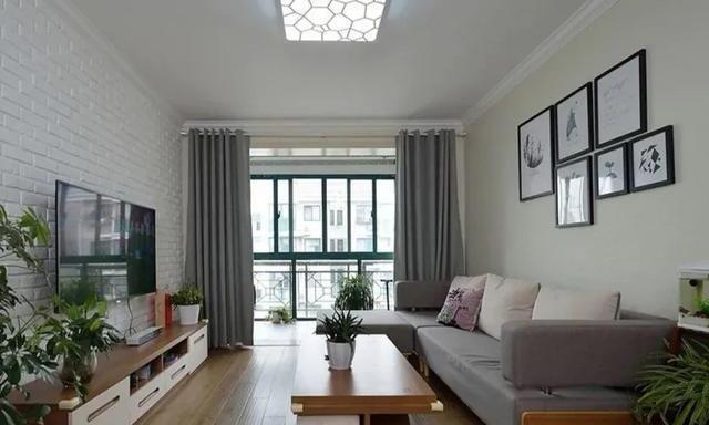 客厅铺木地板还是铺瓷砖?这2种情况要分清楚
