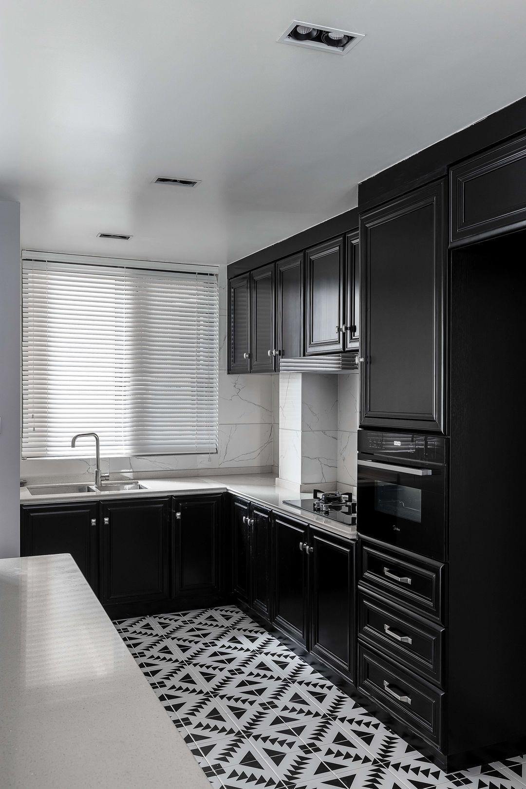 135平三居室设计 不相关的颜色碰撞出不一样的魅力